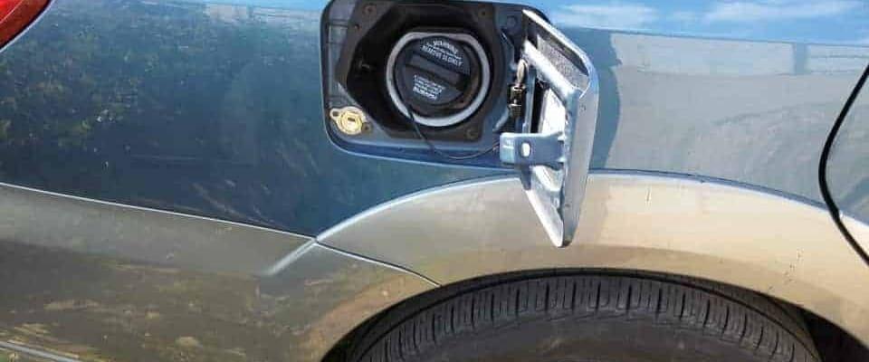zawór tankowania lpg obok wlewu benzyny