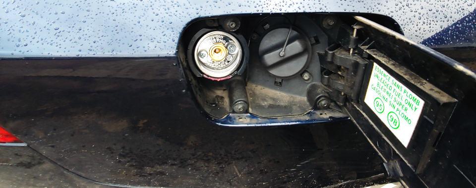 Zawór tankowania gazu pod klapką benzyny