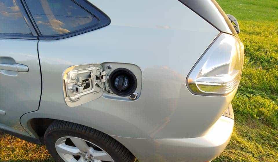 Lexus Rx330 wlew gazu LPG obok wlewu benzyny