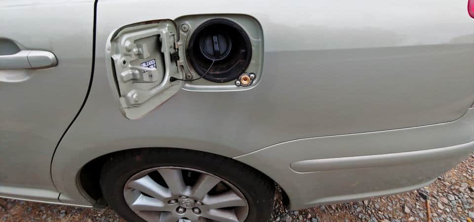 Toyota Avensis zawór tankowania LPG obok wlewu benzyny