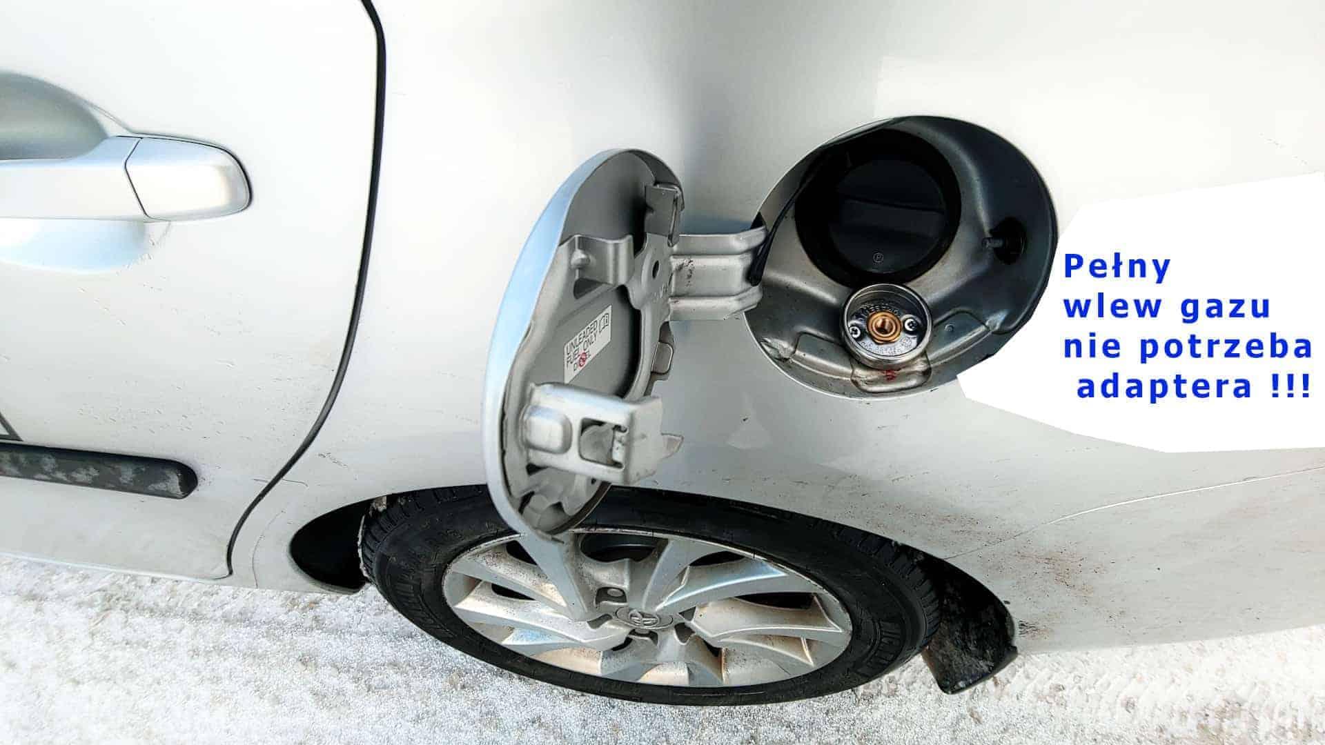 wlew gazu pod klapką benzyny Toyota Auris Hybrid